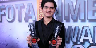 Dalam ajang penghargaan Infotainment Awards 2017 nama pesinetron Aliando Syarief masih berjaya. Dua piala sekaligus diborong oleh pemeran sinetron Ganteng Ganteng Serigala tersebut. (Adrian Putra/Bintang.com)