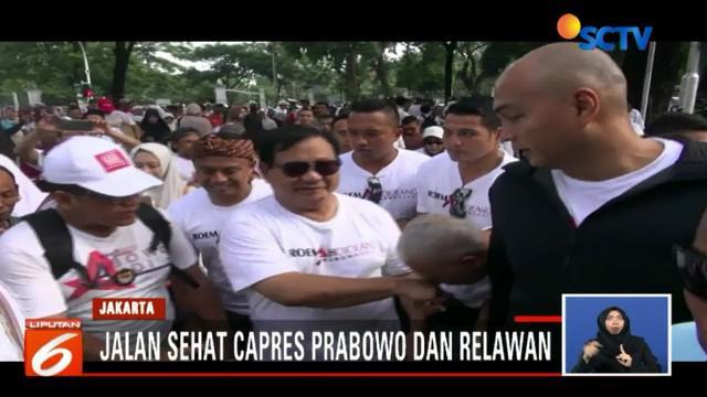 Sesampainya di Lapangan Banteng yang menjadi titik finish jalan sehat, Prabowo disambut tokoh politik pendukungnya seperti Amien Rais hingga Titiek Soeharto.