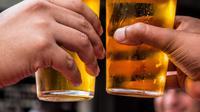 ilustrasi mengonsumsi alkohol membuat susah tidur/pexels