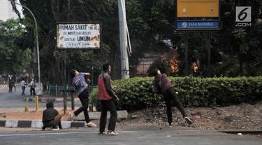 Demo Pelajar Rusuh, Pos Polisi Pejompongan Terbakar