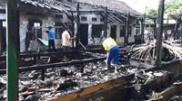 Sekolah di Tulungagung hampir rata dengan tanah lantaran terbakar akibat korsleting listring (Zainul Arifin/Liputan6.com)