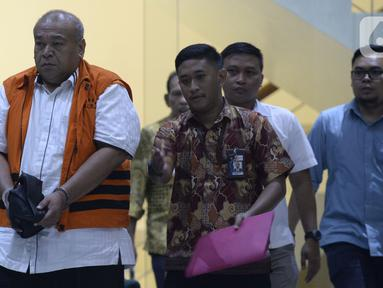 Kontraktor, Muhammad Yamin Kahar memakai rompi tahanan usai menjalani pemeriksaan penyidik di Gedung KPK, Jakarta, Rabu (22/01/2020). Yamin Kahar resmi ditahan untuk mempermudah pemeriksaan terkait suap proyek Jembatan dan pembangunan Masjid Solok senilai Rp 69,8 miliar. (merdeka.com/Dwi Narwoko)