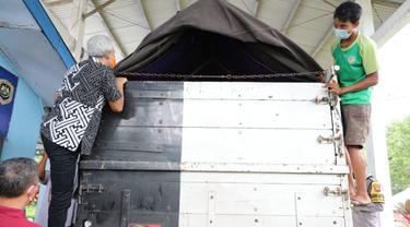 Gubernur Jawa Tengah Ganjar Pranowo mengecek posko penyekatan mudik di Ajibarang, Banyumas, Jawa Tengah. (Foto: Liputan6.com/Humas Pemkab Banyumas)