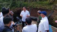 Kepala Badan Restorasi Gambut Nazir Foead berbincang dengan Camat Kubu dan aparatur pemerintah di Rokan Hilir. (Liputan6.com/M Syukur)