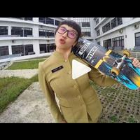 Nggak cuma cantik, PNS yang satu ini juga jago main skateboard. Tengok saja videonya yang kini tengah viral ini. (Instagram)
