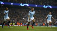 Striker Manchester City, Raheem Sterling, melakukan selebrasi usai membobol gawang Tottenham Hotspur pada laga Liga Champions di Stadion Etihad, Rabu (17/4). Manchester City menang 4-3 atas Tottenham Hotspur. (AP/Dave Thompson)