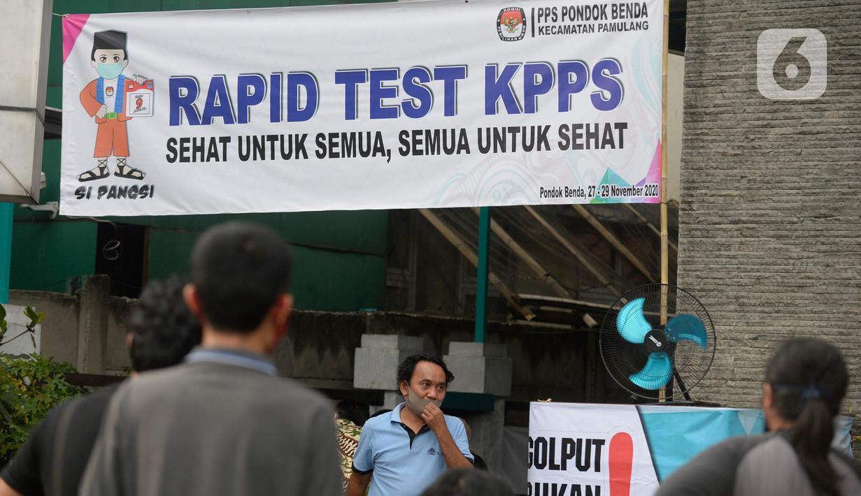 Kantor Kelurahan Pondok Benda menggelar rapid test Covid-19 untuk petugas Kelompok Penyelenggara Pemungutan Suara (KPPS) di Tangerang Selatan, Jumat (27/11/2020). Rapid Test diikuti 1.017 anggota KPPS serta Petugas Pengamanan Tempat Pemungutan Suara (PAM TPS). (merdeka.com/Dwi Narwoko)