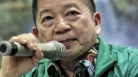 Anggota Dewan Pertimbangan Presiden, Suharso Monoarfa memberi keterangan pers di DPP PPP, Jakarta, Sabtu (16/3). Pada rapat tertutup, Pengurus PPP menunjuk Suharso Manoarfa menjadi Plt Ketum PPP menggantikan Romahurmuziy. (Liputan6.com/Faizal Fanani)