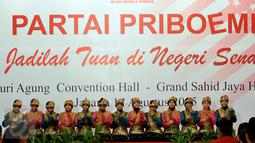 Penari membawakan tari saman saat deklarasi Partai Priboemi di Jakarta, Senin (17/8/2015). Tepat di Hari Kemerdekaan, partai yang berlogo simbol Kerajaan Majapahit itu mendeklarasikan sebagai partai baru. (Liputan6.com/Johan Tallo)