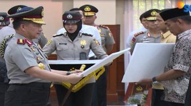 Selain kenaikan pangkat luar biasa, 6 anggota polisi yang gugur di Mako Brimob juga menerima bantuan perumahan.