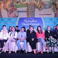 H. Rhoma Irama saat hadir dalam jumpa pers rangkaian program Ramadan Penuh Berkah stasiun Indosiar di Hotel Indonesia Kempinski, Thamrin, Jakarta Pusat, Kamis (26/4/2018).  (Adrian Putra/Bintang.com)