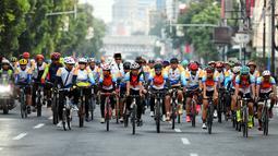 Sejumlah peserta mengikuti Fun Bike dalam rangka menyambut HUT ke-69 Bank Tabungan Negara (BTN) di Jakarta, Sabtu (9/2). HUT ke-69 BTN jatuh pada tanggal 9 Februari 2019. (Liputan6.com/Johan Tallo)