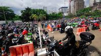 Sebanyak 12 tempat parkir disiapkan di sekitar lokasi uji coba larangan melintas kendaraan roda dua di sepanjang Bundaran HI-Jl Medan Merdeka Barat, mulai 17 Desember mendatang, Jakarta, Kamis (4/12/2014). (Liputan6.com/Johan Tallo)