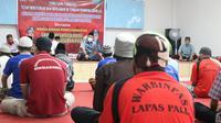 Pembinaan rohani napi lapas klas II Palu dalam kegiatan 'Temu Sapa Kakanwil Kemenkumham Sulteng Bersama Warga Binaan Lapas Palu', Rabu (13/5/2020). (Foto: Liputan6.com/ Heri Susanto).