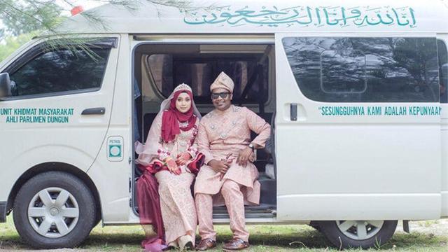 Beda Dari Lainnya Pasangan Ini Lakukan Foto Prewedding Pakai Mobil