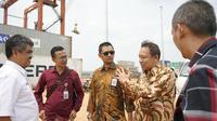 Tim Kementerian Sekretariat Wakil Presiden RI dan Direktur BPP Batam, Nasrul Amri Latif  melakukan kunjungan kerja ke Pelabuhan Batu Ampar.