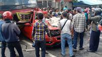 Kecelakaan beruntun di Jombang (Liputan6.com/Dian Kurniawan)