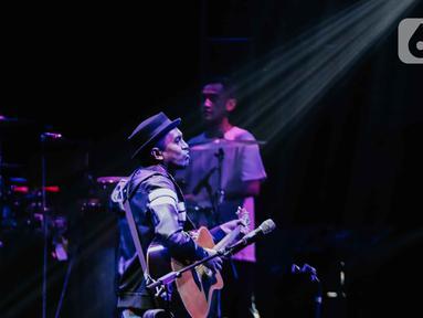 Penampilan Glenn Fredly dalam festival musik Love Fest di Istora Senayan, Jakarta, pada 22 Februari 2020. Salah satu penyanyi kebanggaan Indonesia, Glenn Fredly meninggal dunia, Rabu (8/4/2020) malam dalam usia 44 tahun di sebuah rumah sakit di Jakarta Selatan. (Liputan6.com/Faizal Fanani)