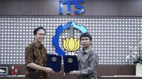 Penandatanganan MoU kerja sama antara Institut Teknologi Kalimantan(ITK) dan ITS Surabaya pada Senin (23/9/2019). (Foto: Liputan6.com/Dian Kurniawan)