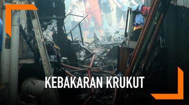 Ratusan korban kebakaran Krukut belum berani kembali ke rumah. Sebagian mengungsi ke rumah tetangga dan kerabat. Para korban juga belum dapat bantuan.