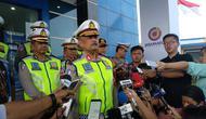 Kepala Korps Lalu Lintas Polri Irjen Refdi Andri memantau langsung arus [mudik Natal 2018 di Gerbang Tol Cikarang Utama, Jawa Barat