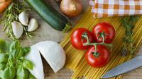 Agar kandungan nutrisinya tetap terjaga, sebaiknya segera gunakan sayuran yang masih segar.