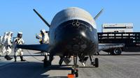 X-37B mendarat dengan sukses di Kennedy Space Center NASA pada 8 Mei 2017 (US Air Force)