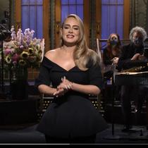 Adele saat tampil di acara Saturday Night Live. (dok. Screenshot Instagram @nbcsnl/https://www.instagram.com/p/CGwKfp2lZ1f/)