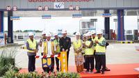 Presiden Joko Widodo (Jokowi) meresmikan pengoperasian Jalan Tol Ciawi-Sukabumi Seksi 1 yakni dari Ciawi hingga Cigombong sepanjang 15,3 kilometer (km) di Gerbang Tol Cigombong-1, Bogor, Jawa Barat, Sabtu (1/12/2018) ini. Dok Kementerian BUMN.