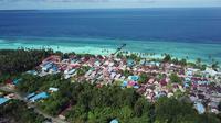 PLN berhasil menyambungkan listrik ke 3 desa di Pulau Maratua yaitu Desa Bohe Silian, Desa Payung-Payung dan Desa Teluk Harapan.