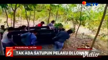 Belasan anggota Anti Bandit Suropati Polres Pasuruan Kota menggerebek hutan jati di Desa Karangjati, Kecamatan Lumbang yang disinyalir sebagai tempat mangkal para begal.