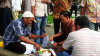 Gula Puan Kerbau, salah satu kuliner khas Palembang yang langka. (Liputan6.com/Nefri Inge)