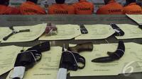 Aparat dari Subdit Reserse Mobil Ditreskrimum Polda Metro Jaya membekuk 7 kawanan pelaku curanmor, Jakarta (11/9/2014) (Liputan6.com/Faizal Fanani)