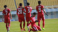 Para pemain Timnas Indonesia U-19 merayakan gol bunuh dirinya yang dilakukan pemain Brunei U-19 pada laga kualifikasi Piala Asia U-19 di Stadion Puju Public, Gyeonggi, Selasa (31/10/2017). Timnas U-19 menang 5-0 atas Brunei. (Bola.com/Media PSSI)