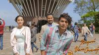 Tatjana Saphira bersama Chicco Jerikho dan Abimana Aryasatya dalam film Negeri Van Oranje. [Foto: Faclon Pictures]