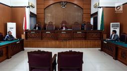 Suasana sidang permohonan praperadilan tersangka kepemilikan senjata ilegal Kivlan Zen di PN Jakarta Selatan, Selasa (30/7/2019). Hakim Guntur mengatakan penetapan tersangka Kivlan Zen sudah sesuai prosedur. (Liputan6.com/JohanTallo)