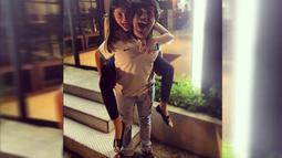 Agatha Valerie dan Joshua Suherman layaknya anak muda yang tengah dimabuk cinta. (instagram.com/jojosuherman)