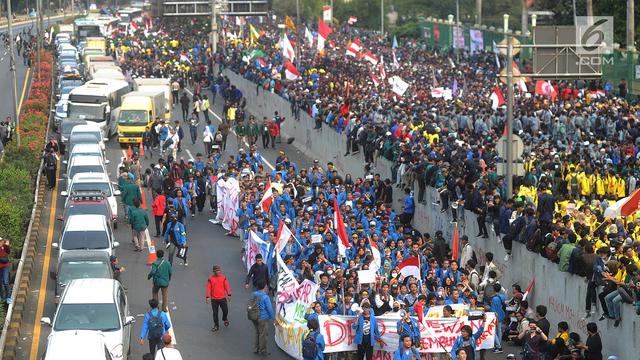 Demo Mahasiswa di DPR Lumpuhkan Tol Dalam Kota