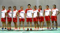 Sejumlah atlet Bulutangkis yang akan berlaga di Piala Sudirman 2015 memamerkan jersey yang akan mereka kenakan di ajang tersebut, Jakarta, Selasa (5/5/2015). Indonesia menjadi unggulan ke 5 dalam kejuaraan tersebut. (Liputan6.com/Yoppy Renato)