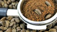 Jangan simpan bubuk kopi di kulkas.
