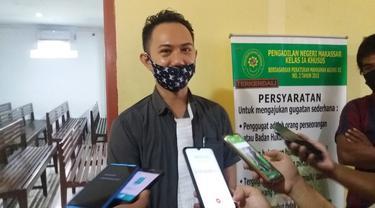 JPU Kejati Sulsel, Ridwan Saputra mengatakan upaya penahanan terhadap eks Bendahara Brimob Polda Sulsel sesuai dengan perintah Pengadilan Negeri Makassar (Liputan6.com/ Eka Hakim)