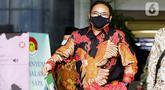 Menteri Agama (Menag) Yaqut Cholil Qoumas sesaat akan meninggalkan Gedung KPK, Jakarta, Rabu (3/3/2021). Menag Yaqut Cholil Qoumas datang untuk membahas program dan berkoodinasi terkait pencegahan korupsi di lingkungan Kementerian Agama (Kemenag). (Liputan6.com/Helmi Fithriansyah)