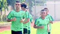 Otavio Dutra saat berlatih bersama Persebaya. (Bola.com/Aditya Wany)