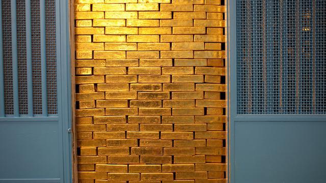Hasil gambar untuk brankas emas