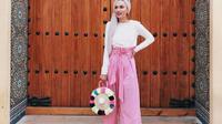 Tak harus hitam, kini saatnya Anda mencoba pilihan celana kulot berwarna cerah untuk memaksimalkan gaya fashion Anda di musim panas. (Foto: instagram @zahee22)