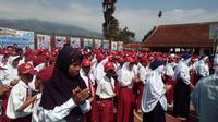 Ilustrasi anak-anak pelajar SD yang tengah masa pengenalan sekolah di Garut (Liputan6.com/Jayadi Supriadin)