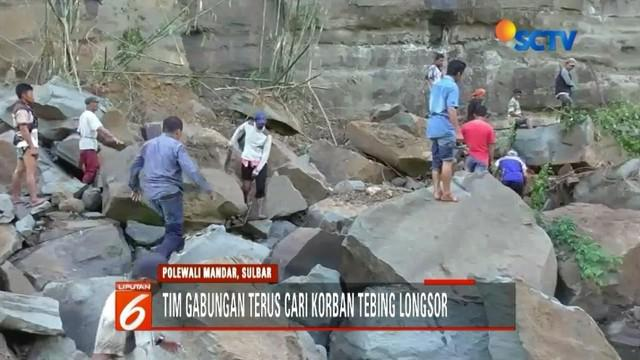 Tim gabungan masih melakukan pencarian terhadap korban longsornya tebing batu setinggi 50 meter yang longsor di Polewali Mandar, Sulbar.