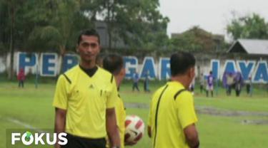 Tersangka Nurul Safarid diduga menerima uang suap senilai Rp 45 juta untuk memenangkan Persibara Banjarnegara atas Persekabpas Pasuruan di laga Liga 3 saat ia menjadi wasit.