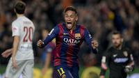Striker Barcelona, Neymar, merayakan gol yang dicetaknya ke gawang Atletico Madrid pada laga La Liga Spanyol di Stadion Camp Nou, Barcelona, Minggu (11/1/2015). (AFP/Josep Lago)