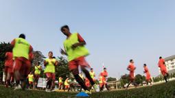 Sejumlah pemain Persija berlatih jelang Piala Presiden 2015 di Lapangan Yon Zikon 14, Jakarta, Jumat (21/8/2015). Persija akan memainkan laga perdana di Piala Presiden 2015 melawan Bali United Pusam.(Bola.com/Vitalis Yogi Trisna)
